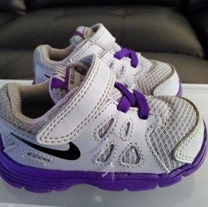 Nike Girls Toddler Revolution Shoes. Size: 4C